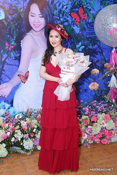 Năm 2017, Minh Thư diện phong cách tiểu thư trong một sự kiện.