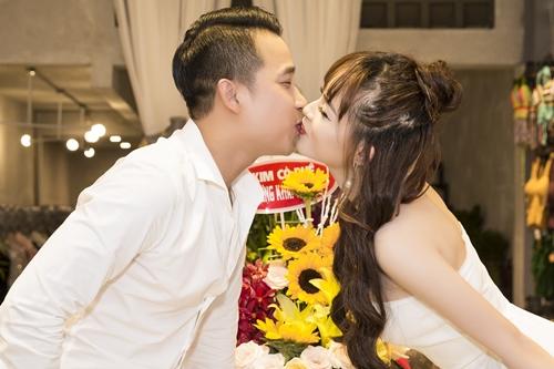 Vo ca si Le Hoang Toi ngung dong phim vi ban cham chong con