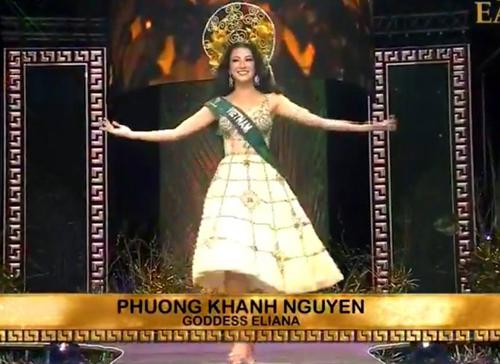 Đại diện Việt Nam - Phương Khánh - chào khán giả.