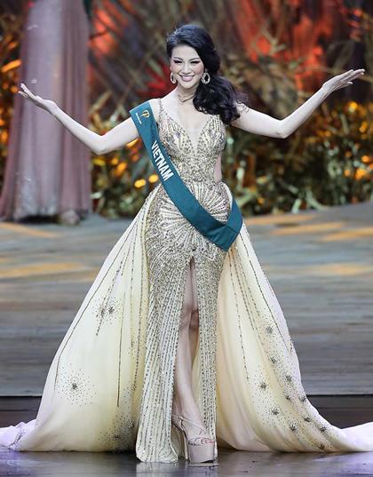 Người đẹp quyến rũ trong bộ váy cảm hứng Nữ thần mặt trời ở chung kết.