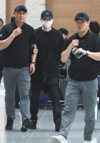 Lee Jong Suk ve Han sau vu bi tich thu ho chieu o Indonesia
