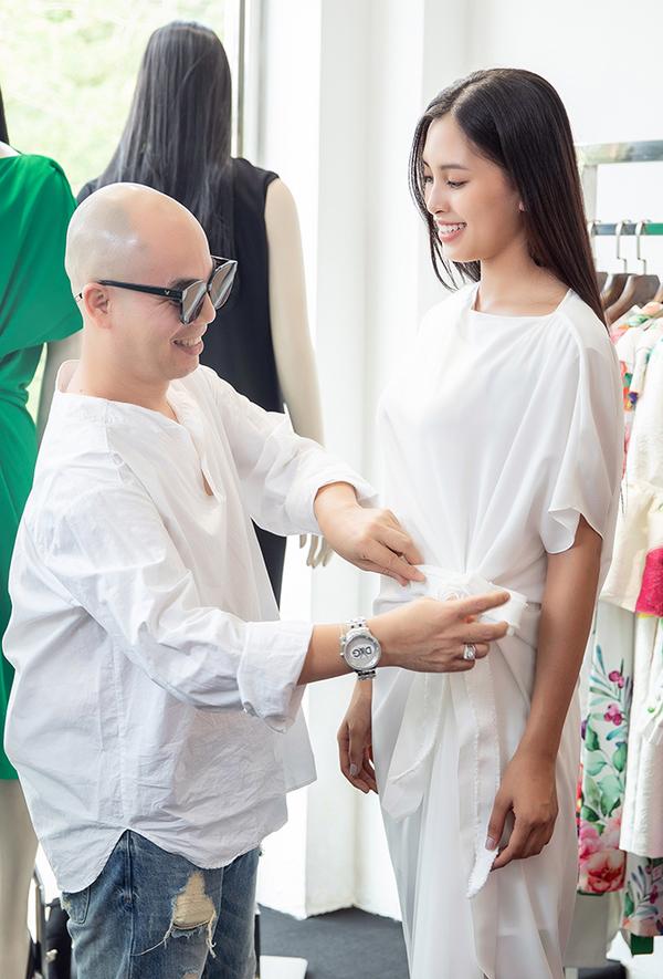 Tiểu Vy thử trang phục trước ngày thi Miss World