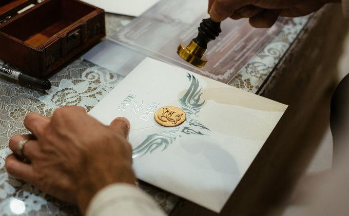 Thiệp cưới của Ưng Hoàng Phúc làm bằng nhựa mica