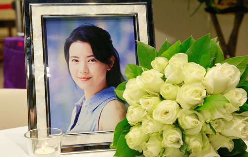 Truong Ve Kien cung cac dien vien Hong Kong tien biet Lam Khiet Anh