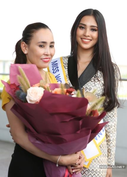 Me Hoa hau Tieu Vy tien con gai di thi Miss World