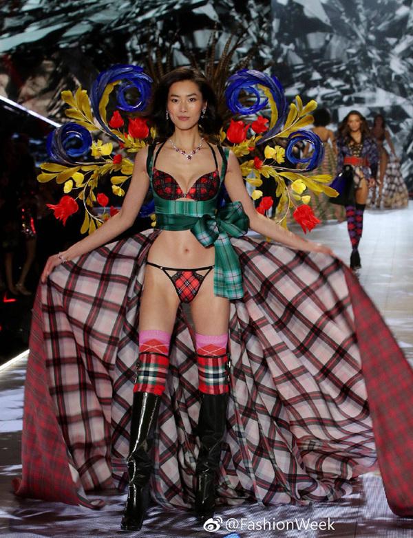 Bốn chân dài Trung Quốc diễn show Victoria's Secret 2018