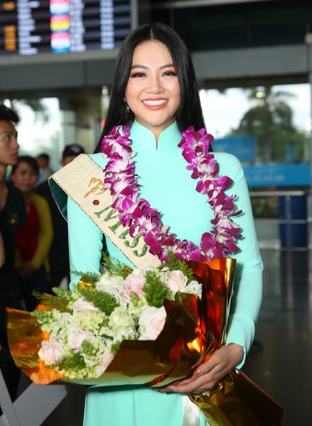 Fan chen chuc xo day don Hoa hau Trai dat Phuong Khanh