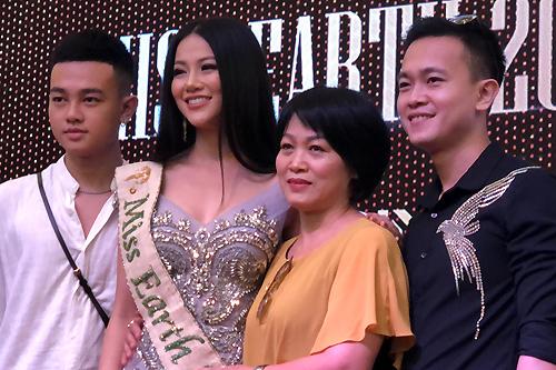 Miss Earth Phuong Khanh Toi buon khi bi che bai