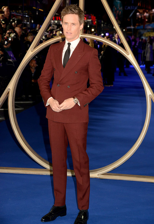 Johnny Depp len thảm dỏ sau scandal bao luc
