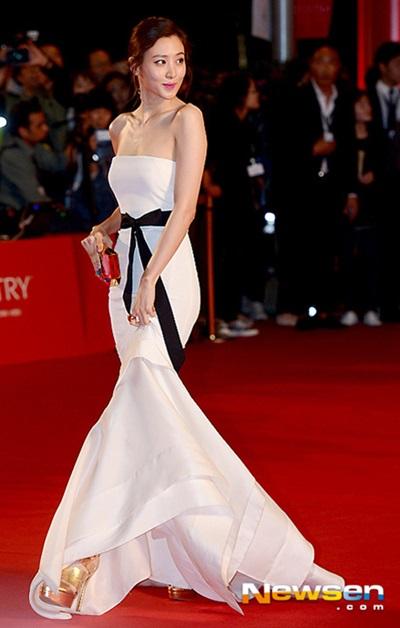 Nữ diễn viên khoe sắc trên thảm đỏ Liên hoan phim Busan lần thứ 19 năm 2014.