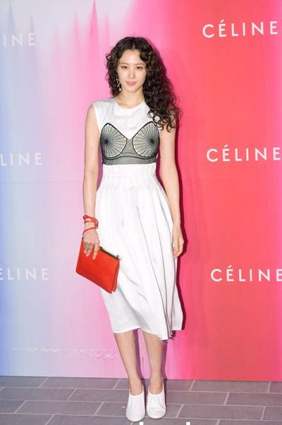 Nét cá tính của nữ diễn viên với váy giả corset.