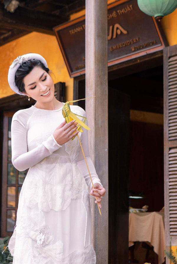 Nguyen Hong Nhung dao pho co Hoi An
