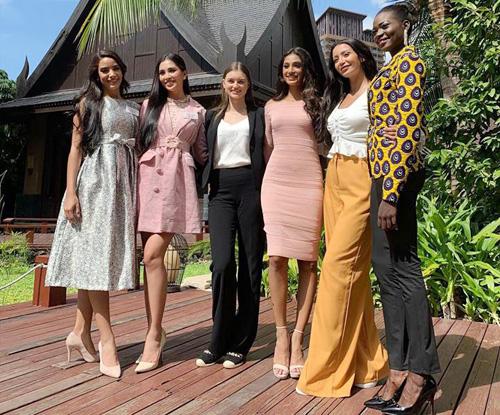 Tiẻu Vy mạc váy hòng thi Thủ thách dói dàu o Miss World