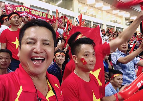 Sao Viet nuc long khi doi nha chien thang Malaysia