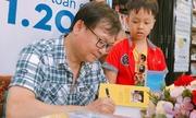 Giới trẻ Sài Gòn xếp hàng dài trăm mét xin chữ ký Nguyễn Nhật Ánh