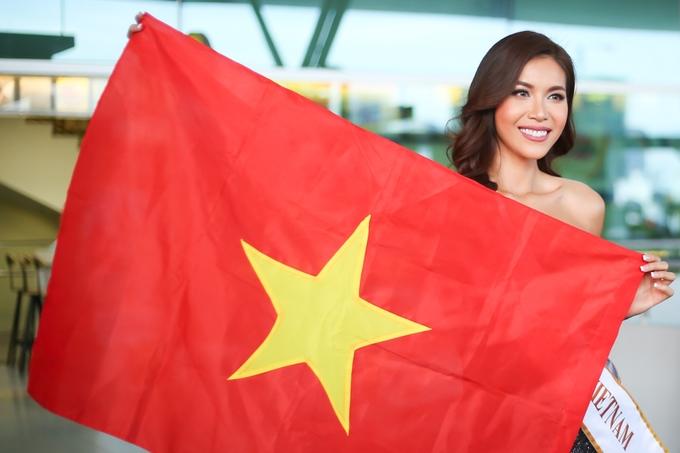 Minh Tu mang sau vali sang Ba Lan thi hoa hau
