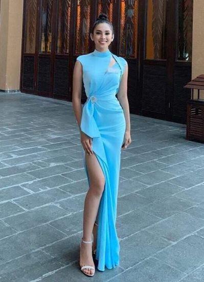 Tiẻu Vy mạc váy xẻ dùi dụ tiẹc Miss World