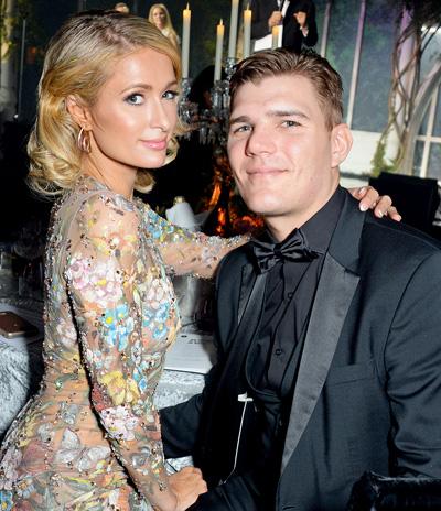 Paris Hilton hủy dám cuói