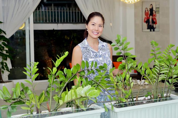 Ho Le Thu tham biet thu hon 500 m2 cua Quyen Linh