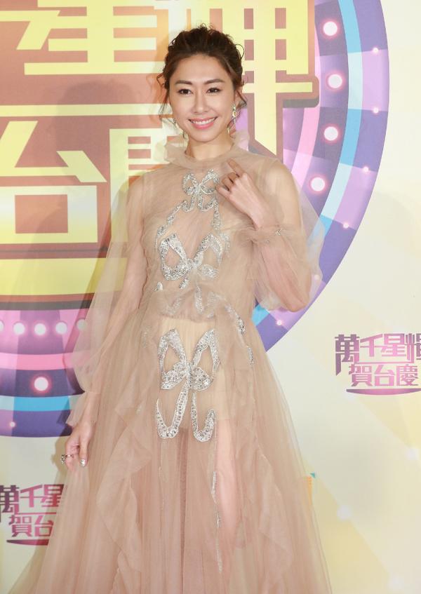 Hoa hau Hong Kong dien mot khong noi y du tham do TVB