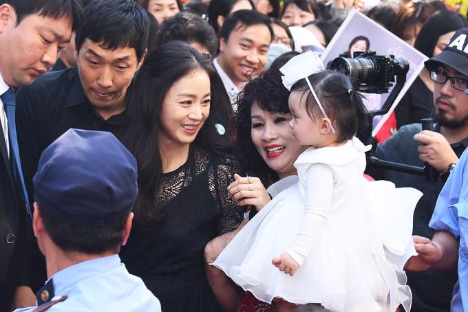 Fan Viet doi nang hang gio dong ho don Kim Tae Hee