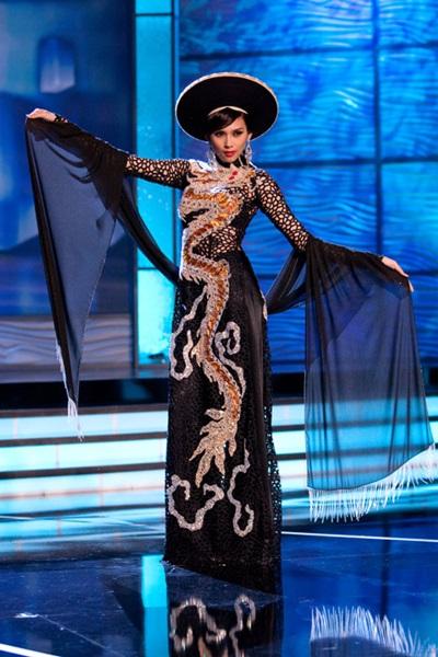 Võ Hoàng Yến được cử đi thi Hoa hậu Hoàn vũ 2009.