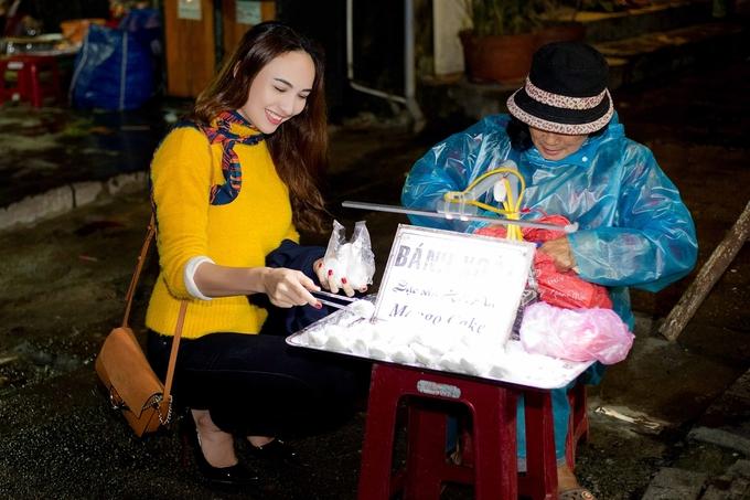 Hoa hau Ngoc Diem tan huong dem dong Hoi An