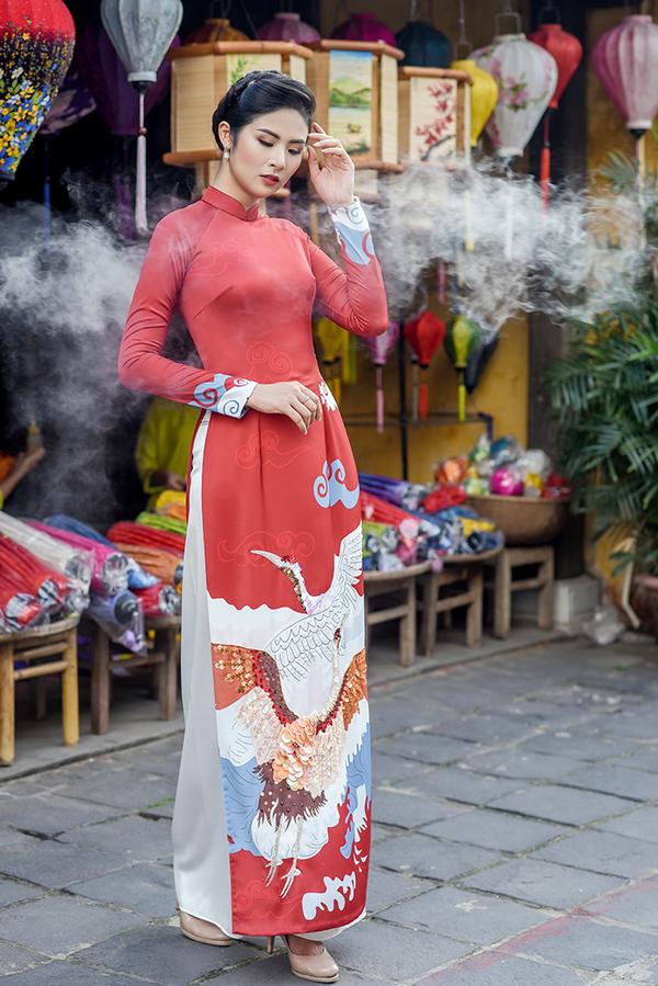 Ngọc Hân thiết kế áo dài cảm hứng từ sách thiền sư Thích Nhất Hạnh