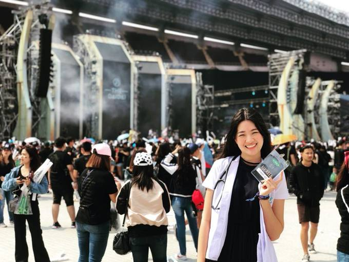 Bác sĩ tuyển Thái Lan ở AFF Cup từng thi hoa hậu