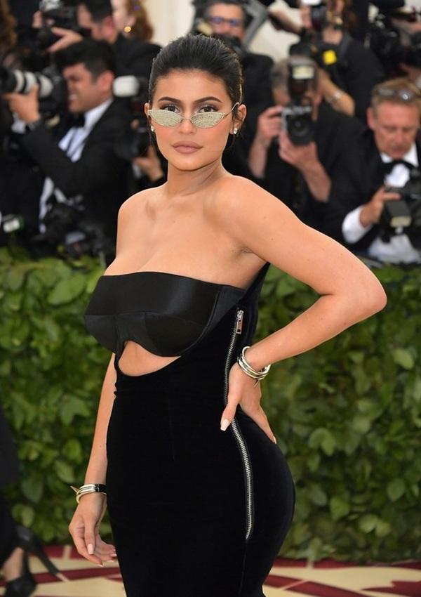 Triệu phú nhà Kim Kardashian ảnh hưởng nhất làng mốt 2018