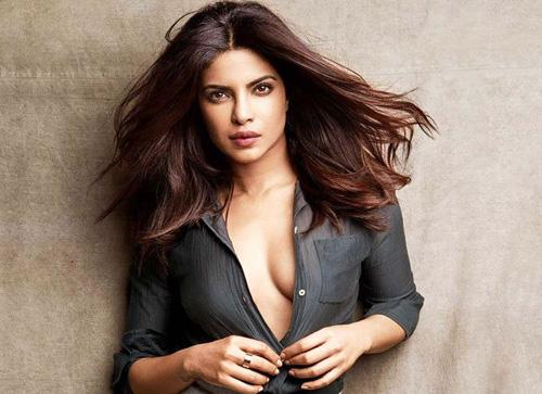 Priyanka Chopra sẽ mạc váy Ralph Lauren trong ngày cuói