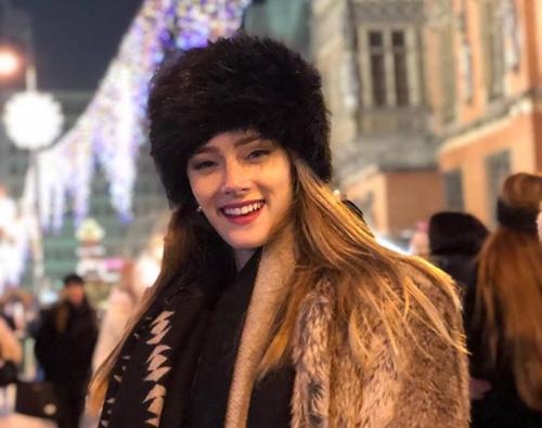 Minh Tú di choi Giáng sinh cùng thí sinh Miss Supranational