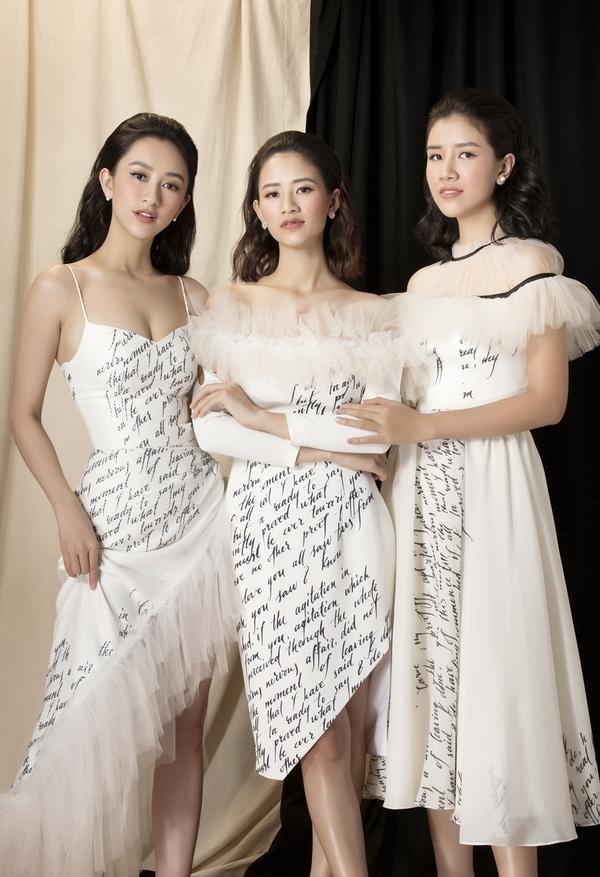 A hau Ha Thu khoe nhan sac cung hai em gai