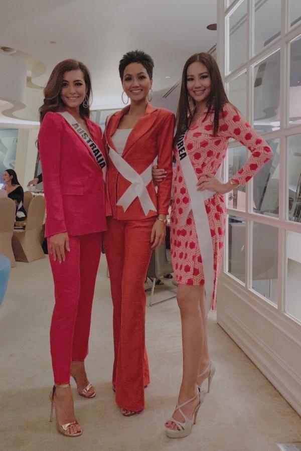 H'Hen Niê chọn váy dạ hội xuyên thấu để chụp ảnh tại Miss Universe
