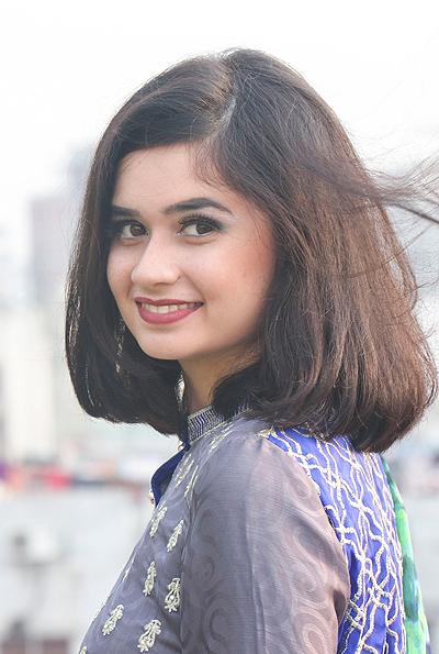 Hoa hậu Bangladesh, Jannatul Ferdous Oishee, sinh năm 2000 và là người mẫu tại quê nhà. Cô cao 1,67 m.