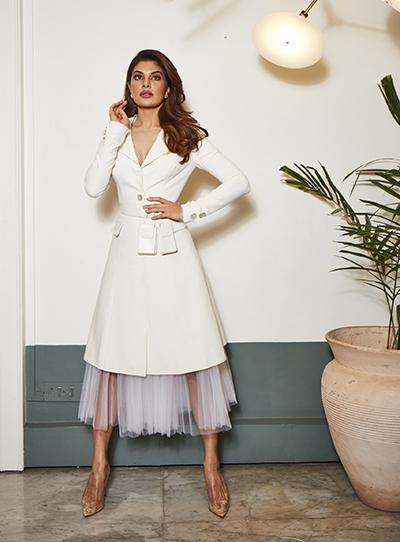 Người đẹp Jacqueline Fernandez trong trang phục của Công Trí.