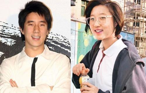 Thành Long kết hôn với Lâm Phụng Kiều năm 1982, có con trai Phòng Tổ Danh (trái). Anh ngoại tình với Hoa hậu châu Á Ngô Ỷ Lợi, có con gái Ngô Trác Lâm song không nhận con.