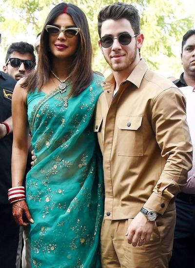 Priyanka Chopra và Nick Jonas làn dàu xuát hiẹn sau dám cuói