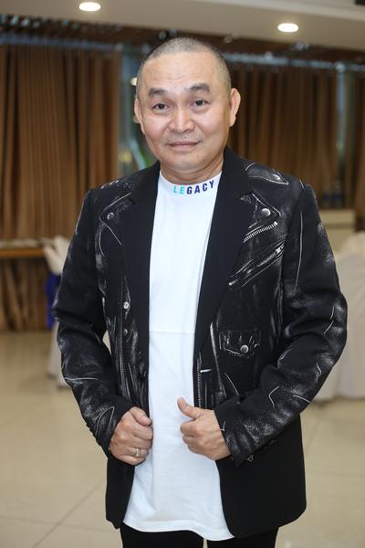 Xuan Hinh Toi duoc fan tang nghin USD khi di dien