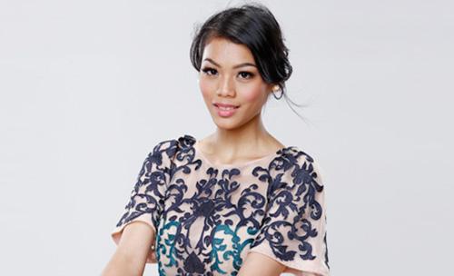 Alya Nurshabrina, Hoa hậu Indonesia, sinh năm 1996 và cao 1,75 m. Cô đứng thứ hai trong phần thi Dự án nhân ái, đồng hạng người đẹp New Zealand.