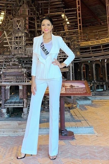 HHen Nie mac bikini tao dang o Miss Universe