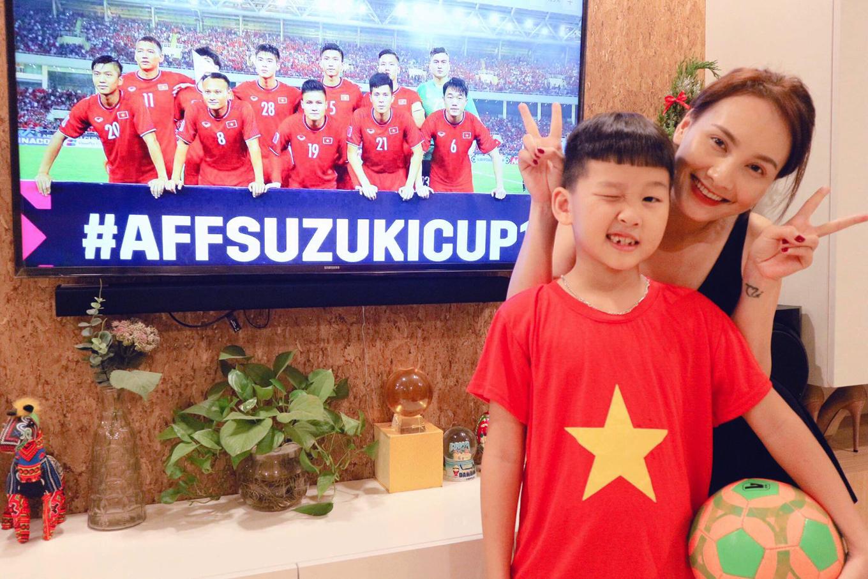 Sao Việt: Người khóc, kẻ reo hò khi Việt Nam vào chung kết AFF Cup