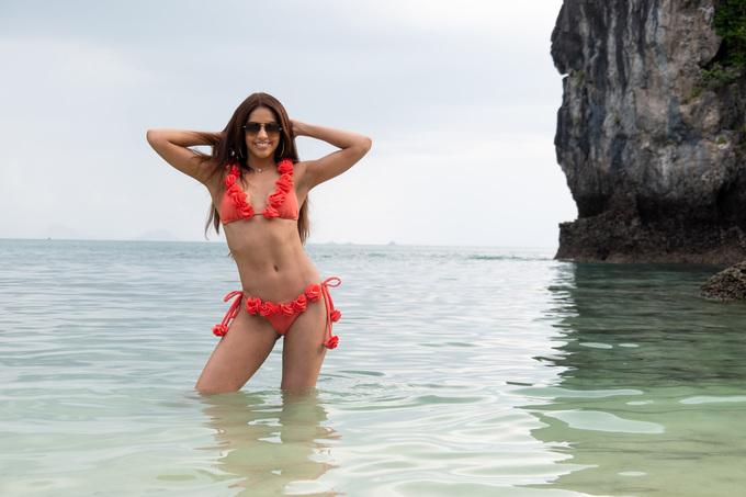 Dàn nguòi dẹp Miss Universe thả dáng bikini tren biẻn Thái Lan