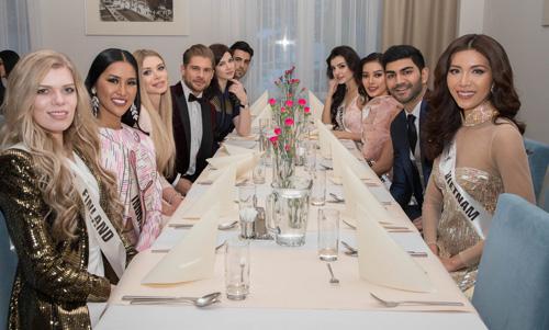 Bên cạnh Minh Tú, các thí sinh khác cũng được dự bữa tiệc gồm người đẹp Philippines, Indonesia, Myanmar, Malaysia, Ukraine, Phần Lan, Anh, Colombia và Mexico. Họ đều có số lượng bình chọn cao ở Instagram và Youtube.