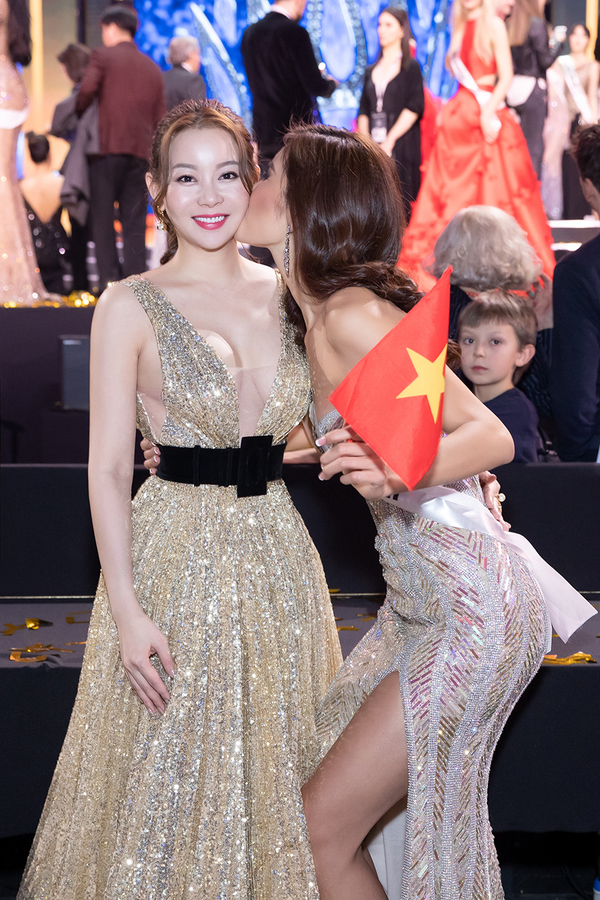 Cac nguoi dep Viet sang Ba Lan ung ho Minh Tu thi nhan sac