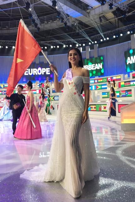 Tran Tieu Vy Toi tiec vi khong the vao Top 12 Miss World