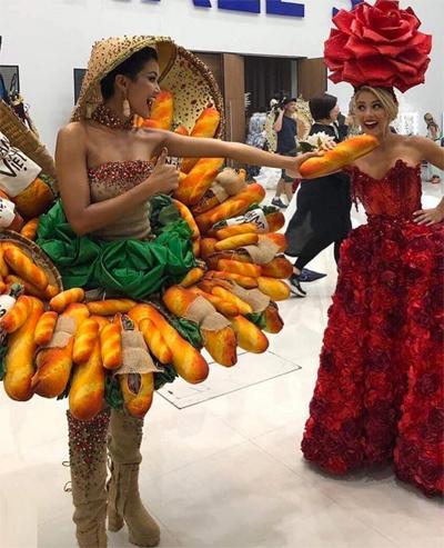 HHen Nie dien trang phuc Banh my tai Miss Universe