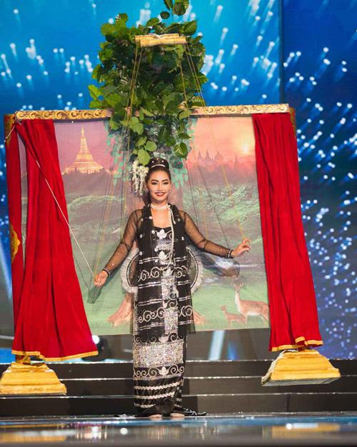 Nhung trang phục dan tọc án tuọng cua Miss Universe qua 10 nam
