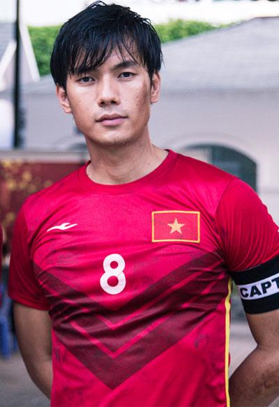 Minh Tu reo ho khi tuyen Viet Nam dan truoc Malaysia