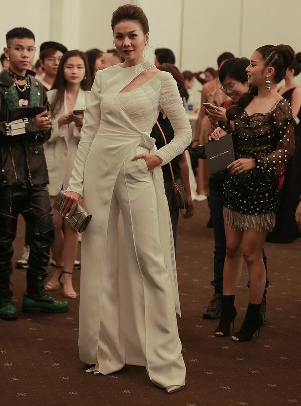 Mỹ Tâm diện suit dự sự kiện thời trang